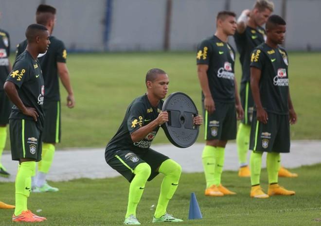 Marcos Guilherme durante treino da seleção sub-20: nova aposta de lucro do Furacão | Rafael Ribeiro/CBF