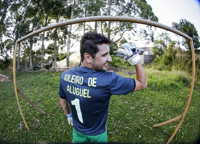 Samuel Toaldo e a camisa do goleiro de aluguel: procura crescente e doação para orfanatos | Daniel Castellano/ Gazeta do Povo