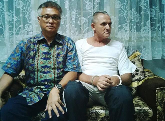 Marco Archer (à dir.) e seu advogado Utomo Karim: sem clemência no corredor da morte | Divulgação