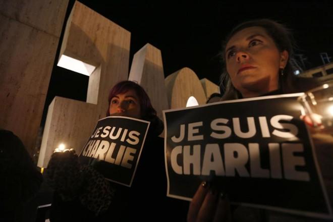 Milhares voltam às ruas de Paris para homenagear vítimas de ataque | Darrin Zammit Lupi / Reuters