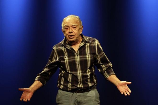 Emiliano Queiroz No Teatro E Na Teve