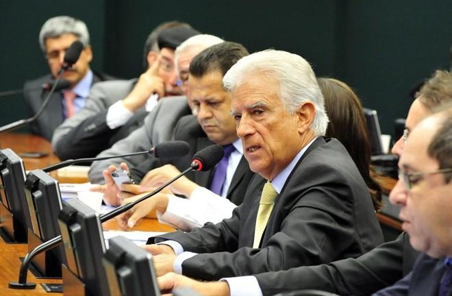 Bueno (centro):  questionamento sobre a parcialidade de colegas. | Luís Macedo/  Agência Câmara