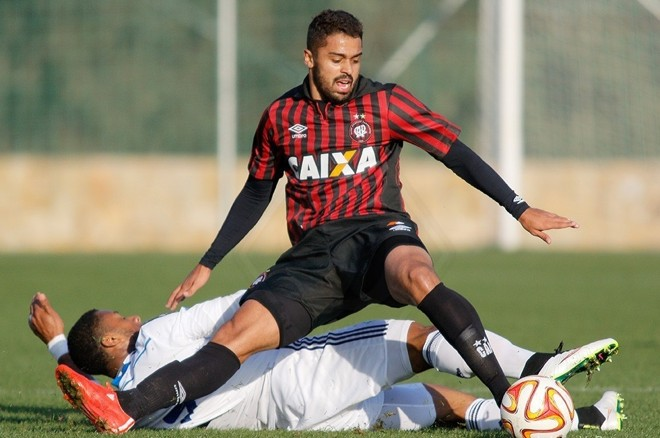 Dellatorre é uma das opções do técnico Claudinei Oliveira para o ataque rubro-negro contra o Foz. | Dínamo de Kiev/Divulgação