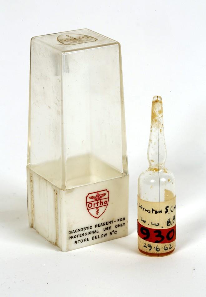 Ampola com amostra de sangue de Winston Churchill está sendo colocada à venda   Efe