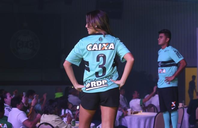 d5157055b Coxa oficializa nova camisa 3. Confira as fotos
