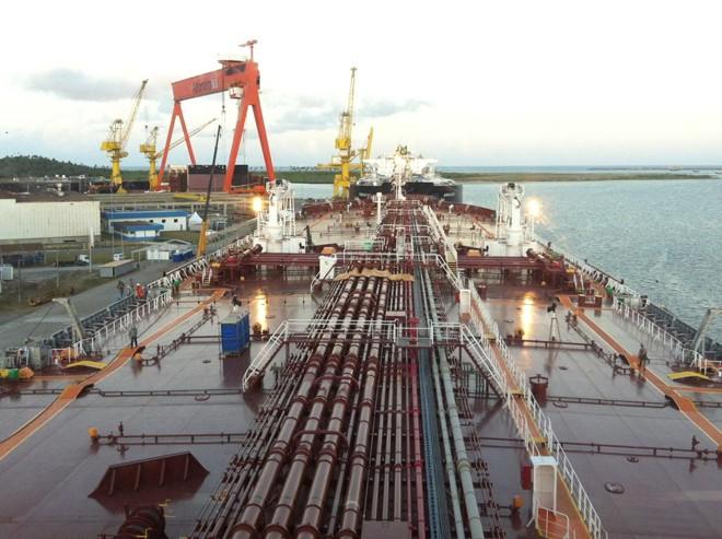 Navio em construção no Atlântico Sul, em Pernambuco. | Fotos Públicas