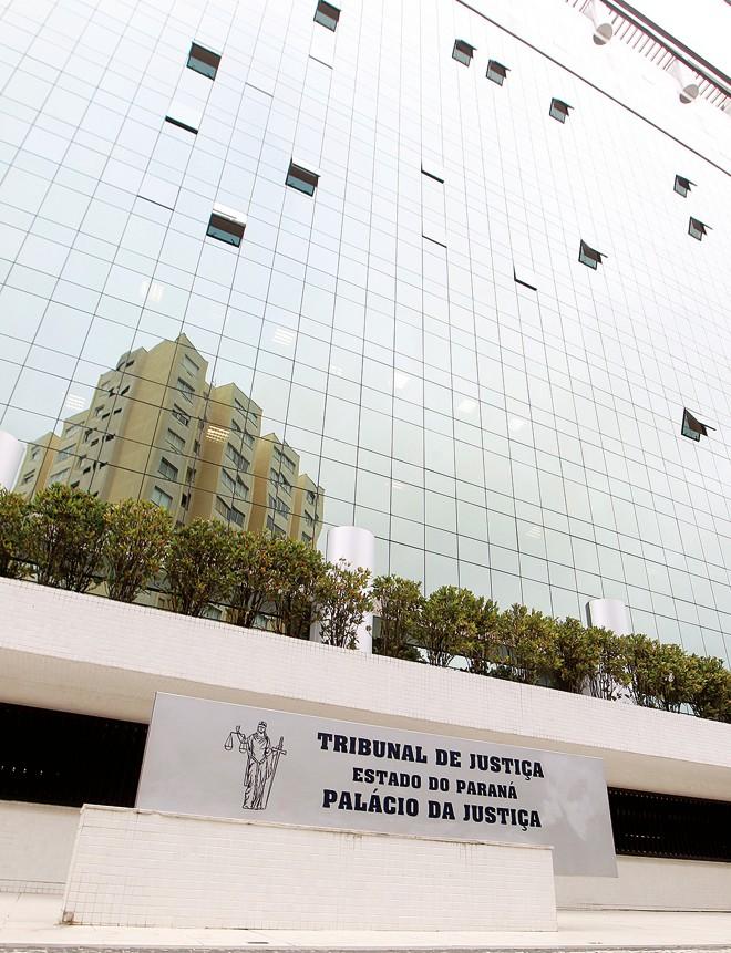 Sede do Tribunal de Justiça, no Paraná: governo não faz repasses desde outubro de 2014. | Antônio More / Agência de Notícias Gazeta do Povo/GAZETA