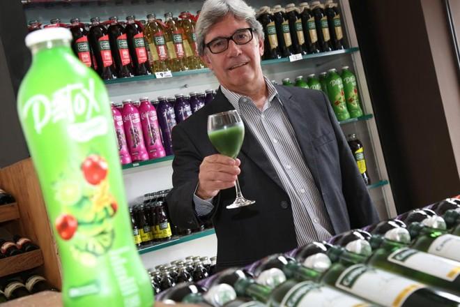 Sucesso do suco de uva sem açúcar e conservantes levou a empresa Famiglia Zanlorenzi a lançar uma linha de bebidas naturais, conta o diretor comercial Teodósio Piedrahita. | Ivonaldo Alexandre/Gazeta do Povo