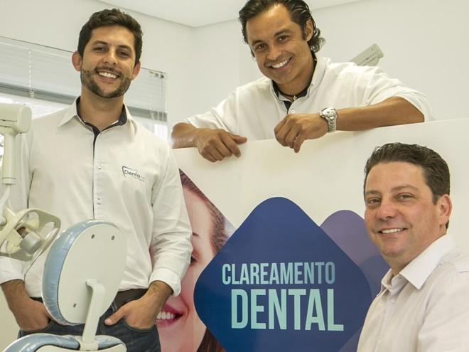 Jonny Santana, Marcelo Claure e Cristiano Wulff, da rede Dentare: gestão profissional. | Marcelo Andrade/Gazeta do Povo