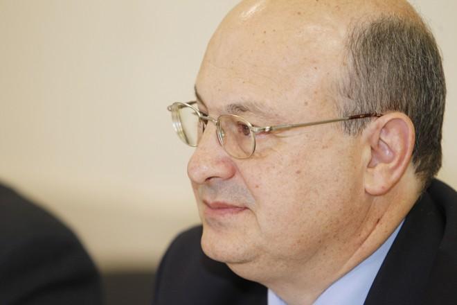 Reitor da UFPR,Zaki Akel Sobrinho, disse  que a  instituição não vê qualquer ilegalidade  nos convênios. | Antônio More/Gazeta do Povo