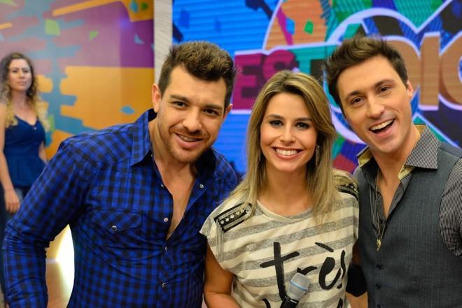 Daiane com Cézar e Cadu, entrevistados deste sábado (25) sobre o sotaque paranaense. | Priscilla Fiedler/Divulgação