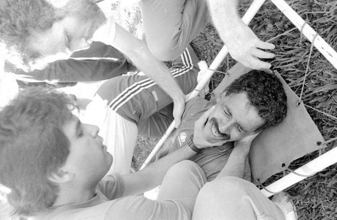 Vágner recebe atendimento no gramado da Vila após o choque de cabeça com Charuto, do Sport. | Arquivo GRPCOM/