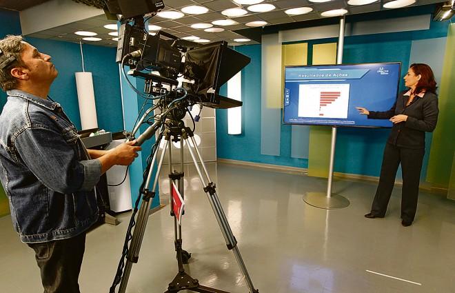 Estúdio de gravação do Centro de Criação e Desenvolvimento Dialógico da Uninter: conteúdo produzido para educação não presencial, | Fotos: Antônio More/Gazeta do Povo