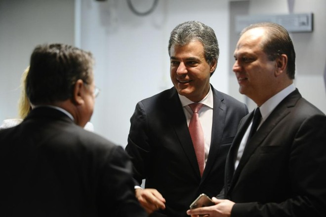 Richa com o deputado Ricardo Barros durante a sabatina de Fachin. | Marcos Oliveira /Agência Senado