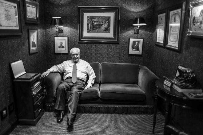 Dotti em seu escritório, no Centro de Curitiba. | Daniel Castellano/Gazeta do Povo