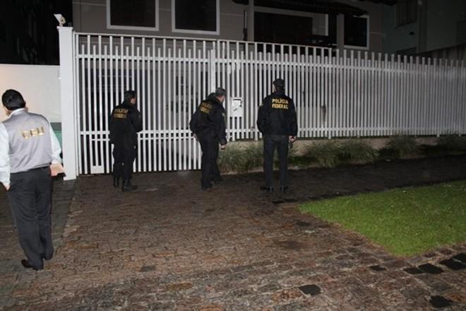 Policiais federais começaram ainda de madrugada a desarticular o grupo suspeito de corrupção. | Divulgação/Polícia Federal