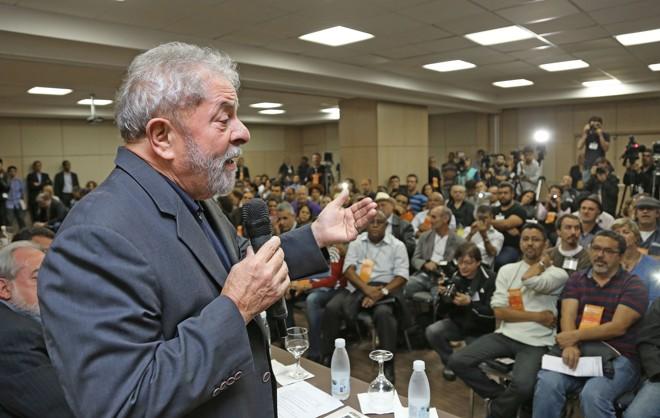 """Lula ainda ironizou a cobrança de dízimo pelos pastores. """"E a solução é Deus. Paga o seu dízimo que Jesus salvará"""".   Divulgação/Instituto Lula"""