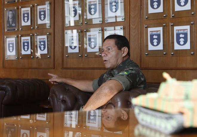 Mourão: papel das Forças Armadas é assegurar o funcionamento das instituições | Aniele Nascimento/Gazeta do Povo