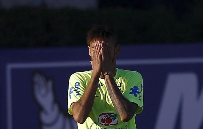 Messi torce por Neymar, mas prefere não comentar se a punição ao brasileiro foi justa ou não. | RICARDO MORAES/REUTERS