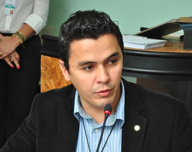 Garcia foi flagrado, em escutas telefônicas autorizadas pela Justiça, negociando com a diretora de uma autoescola a compra da habilitação depois de ser reprovado no teste prático de rua.   /