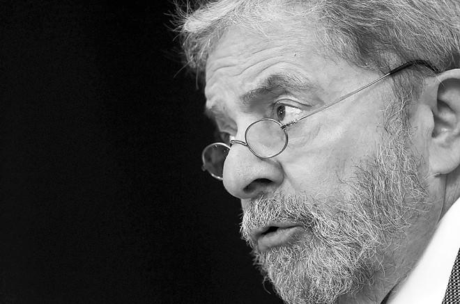 Lula alega que viaja para estreitar laços entre as empresas brasileiras com os países que visita. | Nacho Doce/Reuters