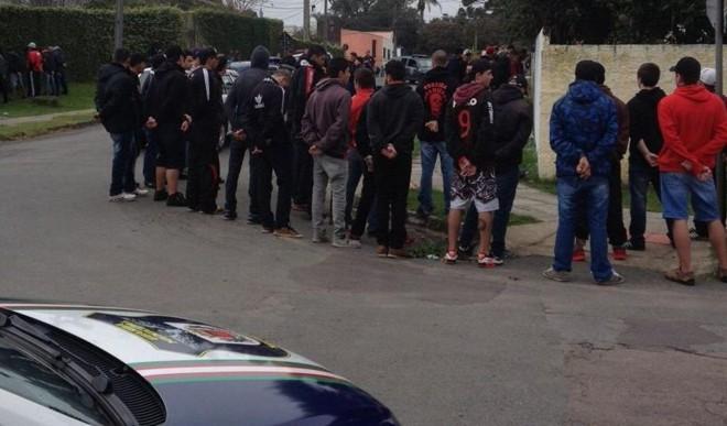 Torcedores detidos no bairro Campo Comprido em confusão antes do Atletiba. | Divulgação Guarda Municipal/
