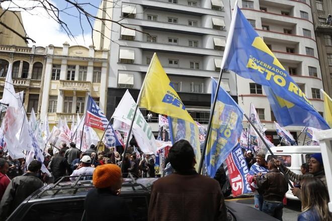Bandeiras da disputa ao governo do estado em 2014: PSDB diz que contas de Richa foram aprovadas. | Henry Milleo/Gazeta do Povo