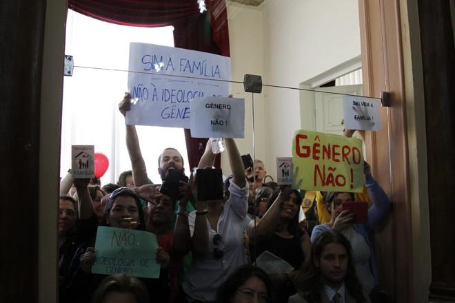 Em Curitiba, votação do Plano Municipal de Educação foi movimentada. A questão de gênero foi o principal foco das manifestações. | Jonathan Campos/Gazeta do Povo