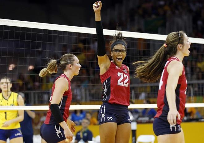 Brasil não conseguiu acompanhar o ritmo da seleção dos EUA e perdeu por 3 sets a 0. | Jeffrey Swinger/USA Today Sports
