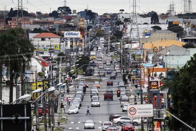 Rua Izaac Ferreira da Cruz: novo eixo de adensamento da capital. | Daniel Castellano/Gazeta do Povo
