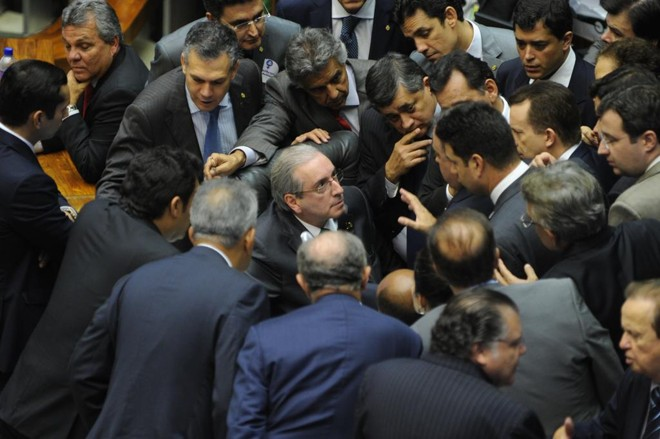 Cunha em meio a deputados: críticas a delator. | J.Batista/Câmara dos Deputados