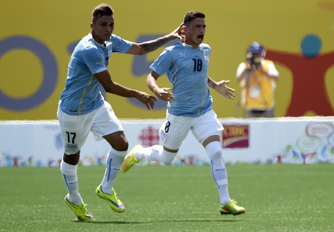 Brian Lozano comemora  vitória contra o México. | Eric Bolte/USA Today Sports