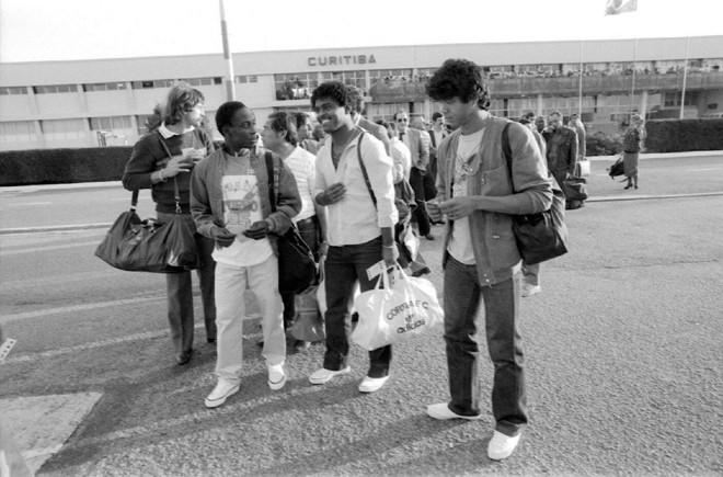 Rafael, Toby, Lela e Índio na pista do Aeroporto Afonso Pena: time viajou para BH e, em caso de classificação, iria direto para o Rio de Janeiro. | Arquivo/Gazeta do Povo
