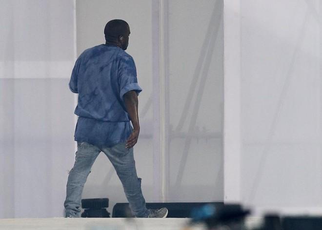 O cantor Kanye West abandonou o palco depois de uma falha no áudio no estádio. | Matt Detrich/USA Today Sports