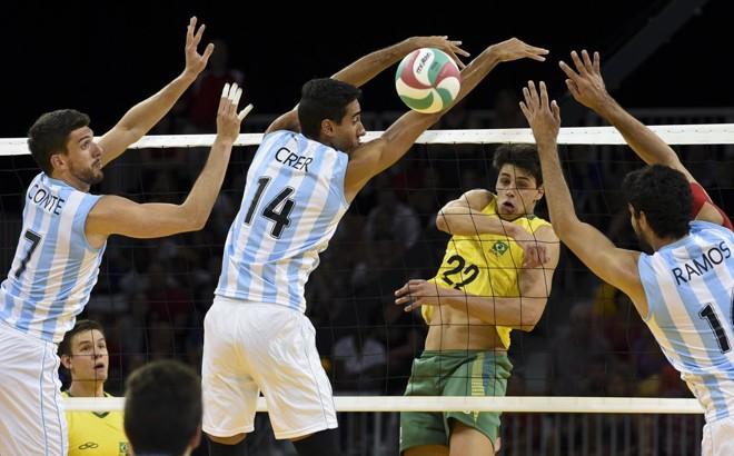Otavio Henrique, do Brasil, no jogo com Argentina no vôlei masculino. | Washington Alves/Exemplus/COB/Washington Alves/Exemplus/COB