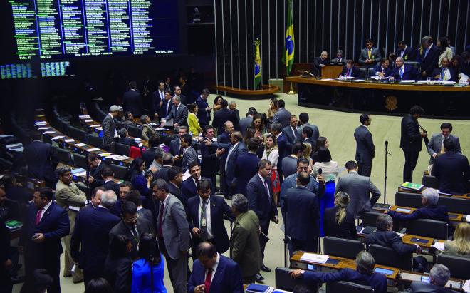 Plenário da Câmara dos Deputados: redução da maioridade penal agora segue para votação do Senado. | Fabio Rodrigues Pozzebom/Agência Brasil