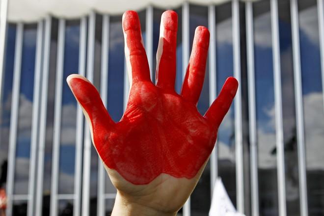 Imagem do protesto de professores no Centro Cívico: inquérito da polícia que apura abusos ainda não tem data para sair. | Antônio More/Gazeta do Povo