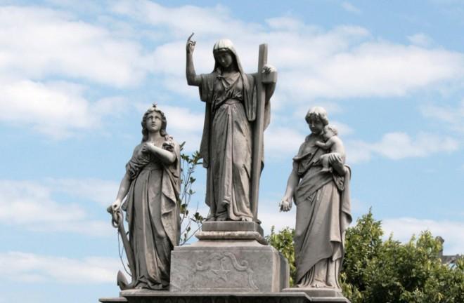 Virtudes teologais no Cemitério Ordem Terceira do Carmo, no  RJ   Arquivo pessoal/Clarissa Grassi