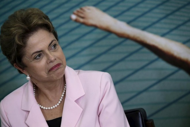 A presidente Dilma Rousseff está neste momento analisando a conveniência de se propor a medida de elevação de tributo após reação contrária do Congresso e entidades ligadas à indústria e comércio | Ueslei Marcelino/Reuters