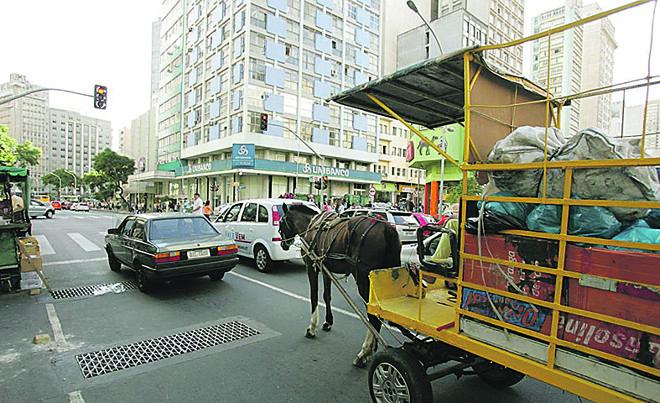 Carroças ficam proibidas na cidade. | Daniel Castellano/Gazeta do Povo