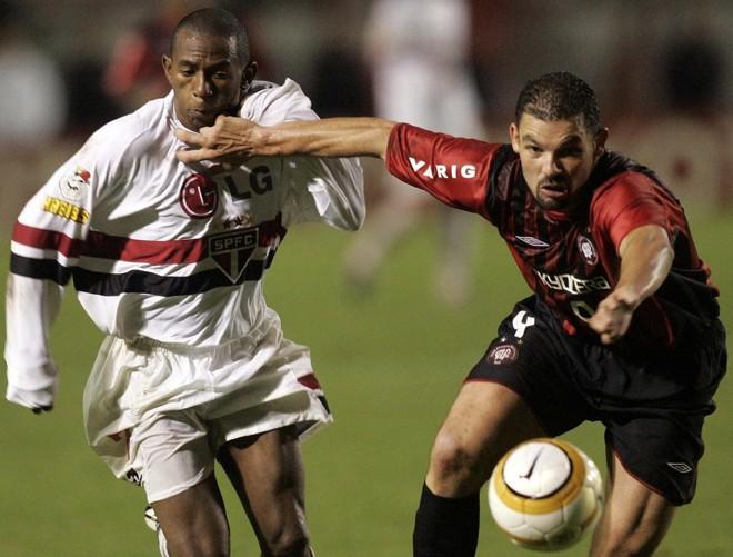 Cocito na decisão da Libertadores em 2005: para o ídolo, falta raça ao atual time do Atlético.   RODOLFO BUHRER/Gazeta do Povo
