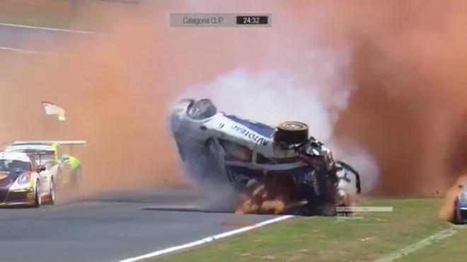 Momento da capotagem do carro do piloto Pedro Piquet | Divulgação/Globo Esporte