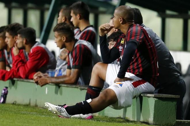 Do banco de reserva, Walter assistiu ao gol de Negueba. | Albari Rosa/Gazeta do Povo