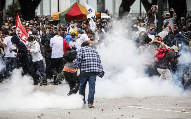 Batalha do Centro Cívico: Assembleia aprovou redução de R$ 125 milhões mensais do aporte do governo à Paranaprevidência. | Daniel Castellano/Gazeta do Povo