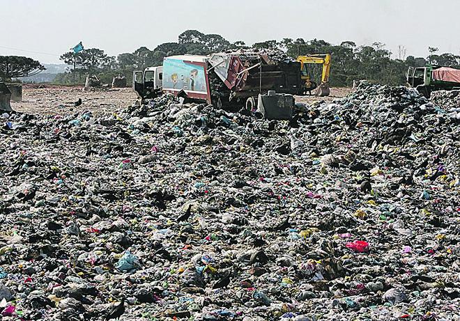 A operação do aterro foi encerrada em 2010. | Valterci Santos/Arquivo/ Gazeta do Povo/