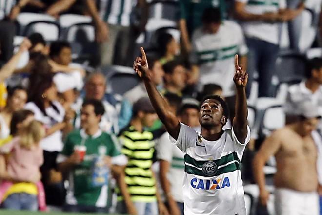 Negueba marcou o segundo gol do Coritiba no clássico contra o Atlético no Couto Pereira. | Albari Rosa/Gazeta do Povo
