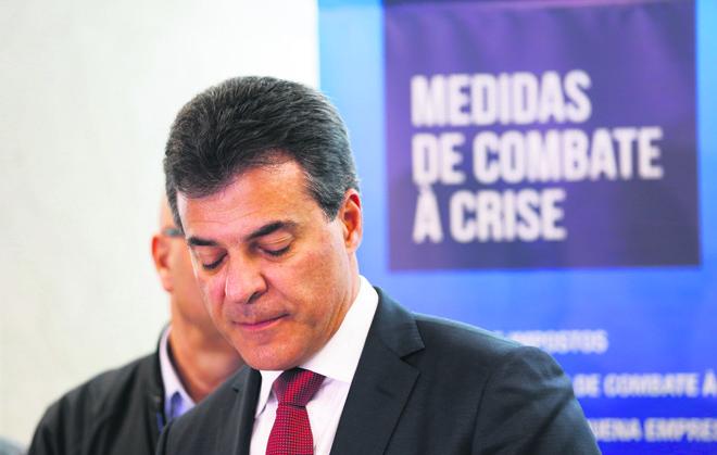 PSDB é crítico das pedaladas de Dilma, mas governo do tucano Richa fez manobra parecida para evitar condenação pelo TC. | Daniel Castellano/Gazeta do Povo
