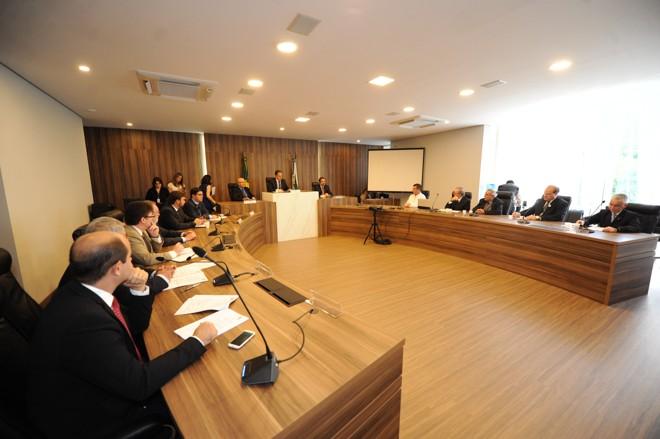 Encontro na Assembleia Legislativa do PR com as entidades de classe: críticas ao projeto do governo.   Pedro Oliveira/Alep