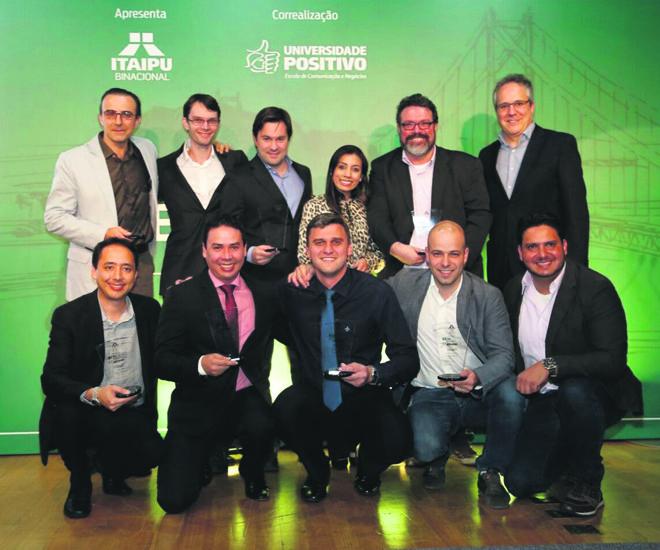 Campeões do prêmio posam para a foto oficial:  exemplos de gestão e excelência profissional.   Henry Milléo/Gazeta do Povo