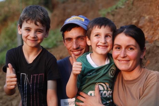 Famílias lidam sozinha com rotina do campo para viabilizar atividade rural. | Jonathan Campos/Gazeta do Povo